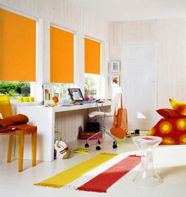 ». Тканевыми ролетами оранжевого цвета